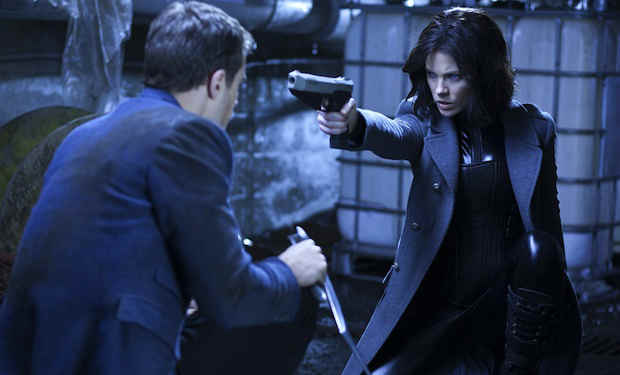 underworld-awakening-blue gun
