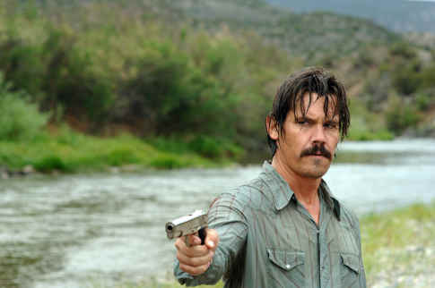 no-country-for-old-men-josh-brolin-with gun