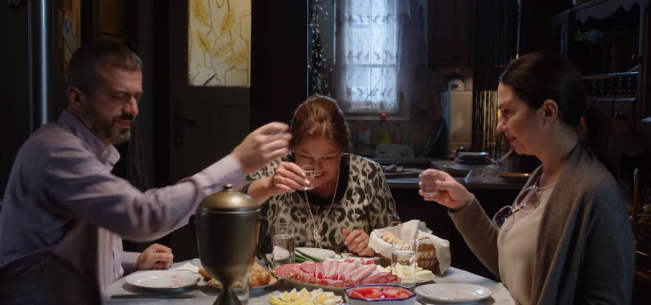 Ajvar Scena za stolom